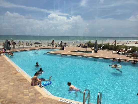 Hyatt Place Daytona Beach - Oceanfront: Pool & beach