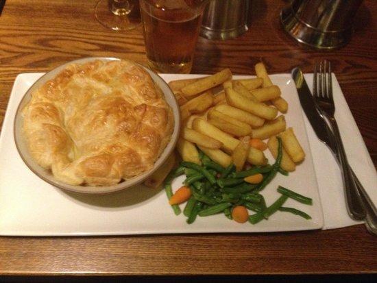 St. George's Tavern: Chicken and Mushroom Pie