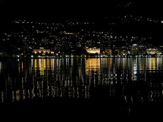 Lakeside Promenade Fleuri : Ночное зазеркалье