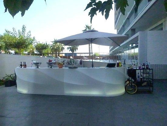 Hotel Atenea Port Barcelona Mataro : bar du jardin intérieur