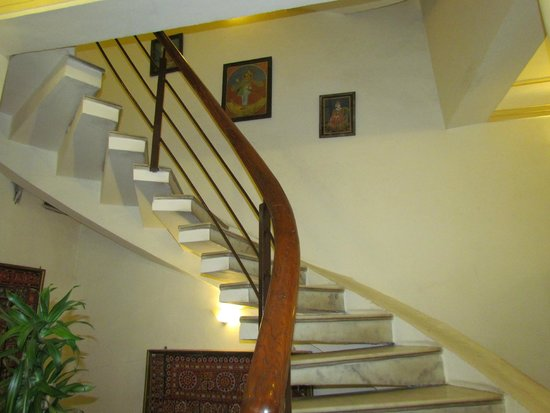 Pratap Bhawan: staircase for rooms n roof top restaurant
