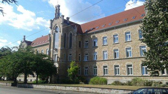 St. Bernhard Bildungshaus - Wohnen & Tagen: From the outside