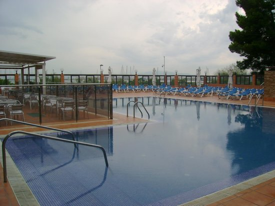 Univers Hotel: piscina