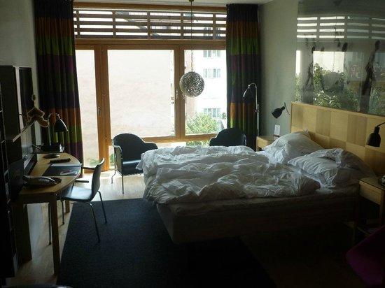 Hotel Rival: Bett