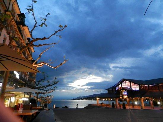 Lakeside Promenade Fleuri : Вечереет