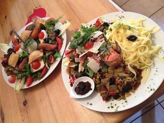 Chalet Hotel Les Blancs : Salades XXL