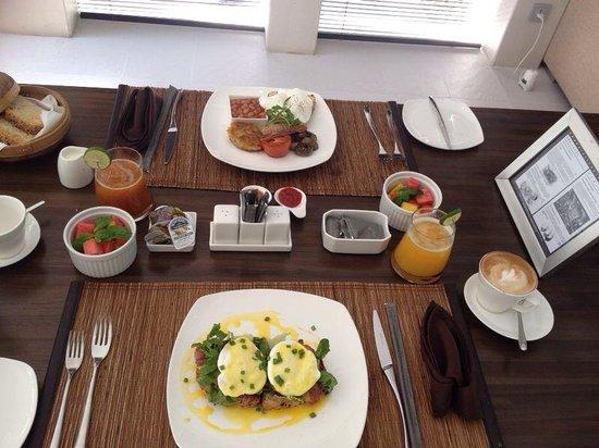 eqUILIBRIA SEMINYAK: Breakfast - 2