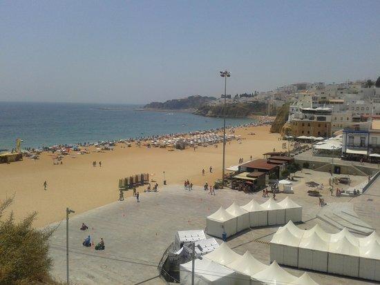 Hotel Paraíso de Albufeira : old town beach