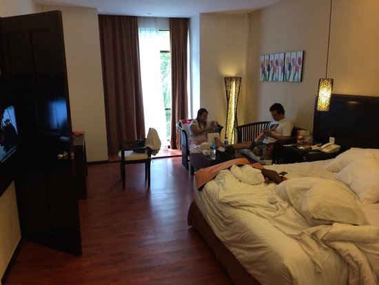 BEST WESTERN Resort Kuta: Double bed room (excuse the mess)