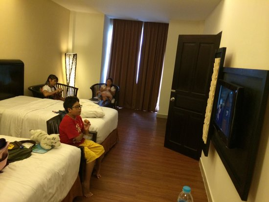 BEST WESTERN Resort Kuta: Twin bed also with sitting area, connected with next room