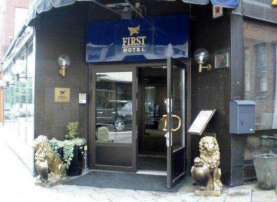 First Hotel Strand: Vacker hotell entré