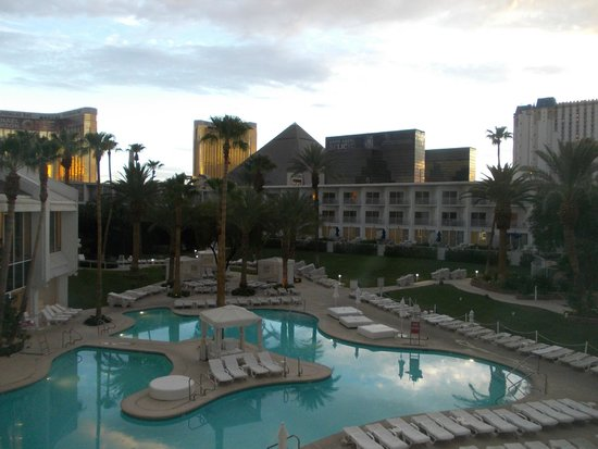 Tropicana Las Vegas - A DoubleTree by Hilton Hotel: Zona piscina