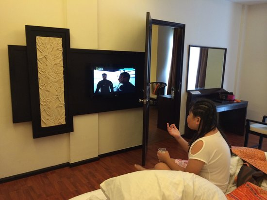 BEST WESTERN Resort Kuta: Flat TV and see tru next room from connecting door