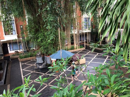 Best Western Resort Kuta: Open bar view from my room 2123