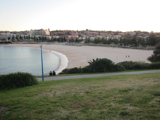 Bondi to Coogee Beach Coastal Walk: Looking south onto Bondi Beach
