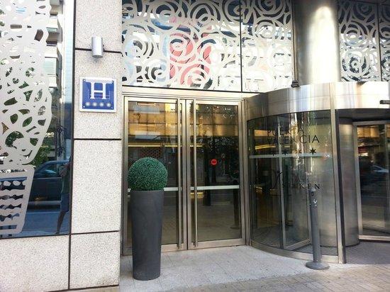 Ingresso hotel fotograf a de silken puerta valencia valencia tripadvisor - Silken puerta de valencia ...
