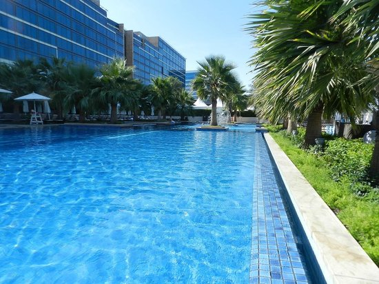 Fairmont Bab Al Bahr: Pool area