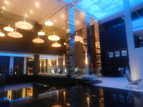 Fairmont Bab Al Bahr: Hotel reception area