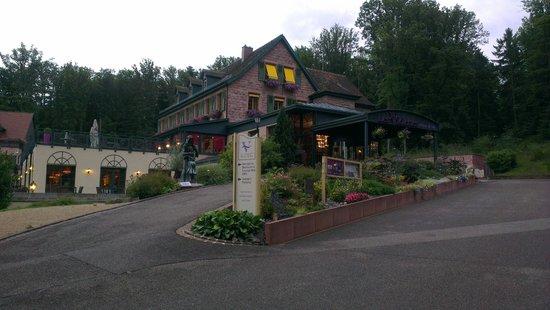 Les Violettes Hotel & Spa Alsace, BW Premier Collection : entrée de l'hôtel