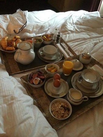 Domaine du Faugeras : Le petit déjeuner en chambre