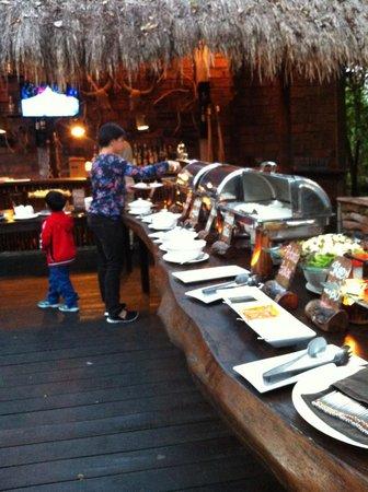 Mara River Safari Lodge: Outdoor BBQ Dinner Buffet