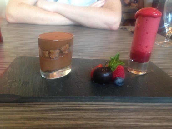 Chloe's Restaurant: Beautiful chocolate mousse