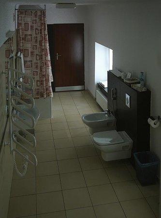 Castle Inn : interesting bathroom