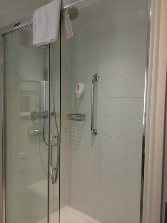 Park Inn by Radisson Belfast: Huge shower