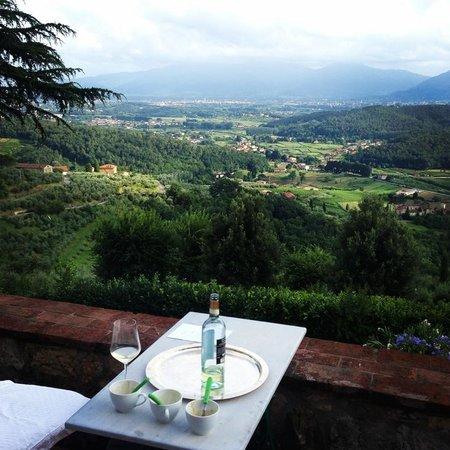 Relais La Cappella: View over the valley below