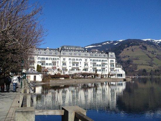 Grand Hotel Zell am See : Общий вид с набережной