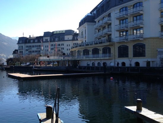 Grand Hotel Zell am See : Вид с набережной