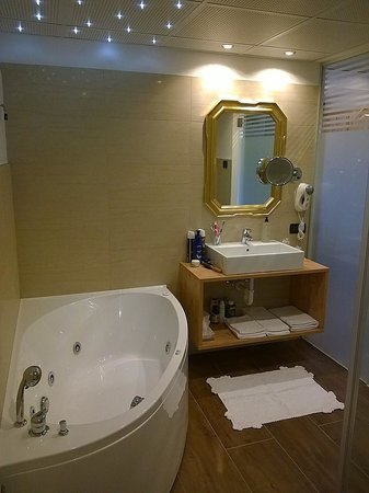 Hotel Ladina: Bagno 1° piano