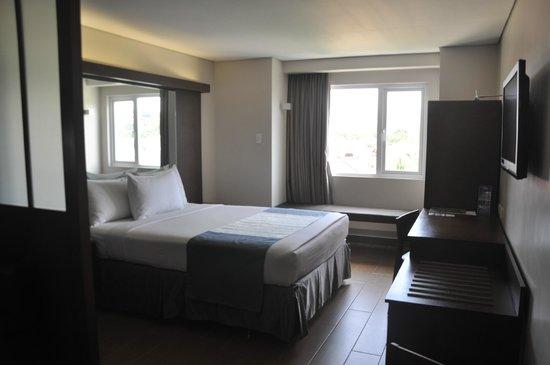 Microtel Inn & Suites by Wyndham Acropolis : Nice comfy bed