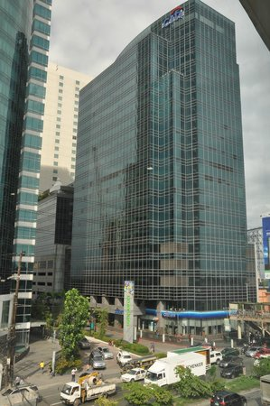 Microtel Inn & Suites by Wyndham Acropolis : Entrance to Eastwood City as viewed from my room (202)