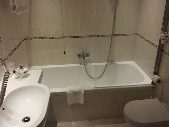 Hotel Rialto : Picture of the newly refurbished bathroom. Very clean and tidy. Best part of the hotel in my opi
