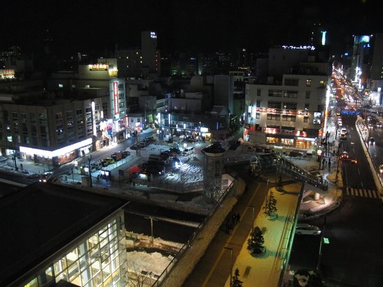 Hotel Metropolitan Yamagata: night view of the square in front