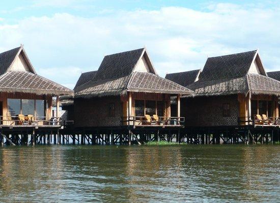 Shwe Inn Tha Floating Resort: chambre sur pilotis