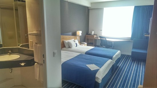 Holiday Inn Express Antwerp City North : twin room