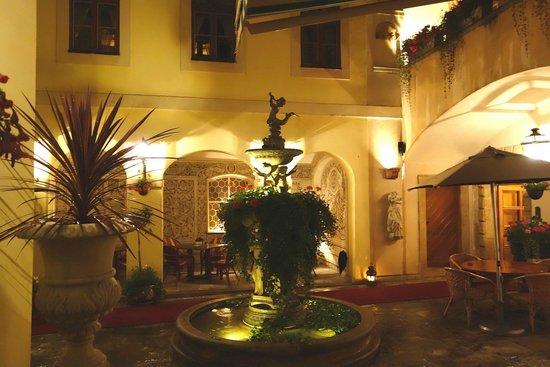 Alchymist Grand Hotel & Spa: Patio