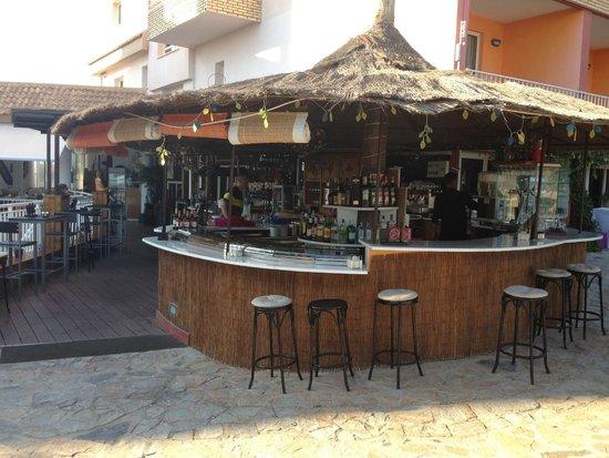 Hotel La Cumbre: Poolside bar