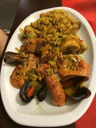 Tapes Gaudí : paella di pesce e carne