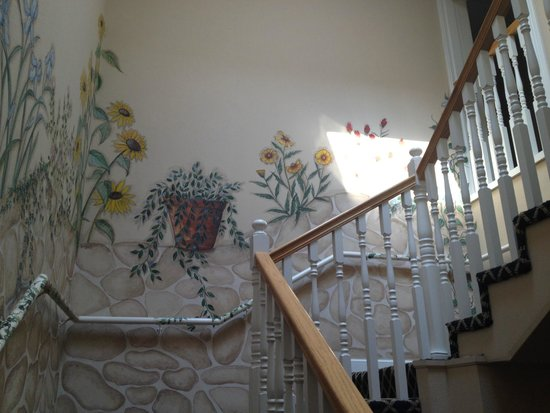 Old Town GuestHouse: Mural up the stairs