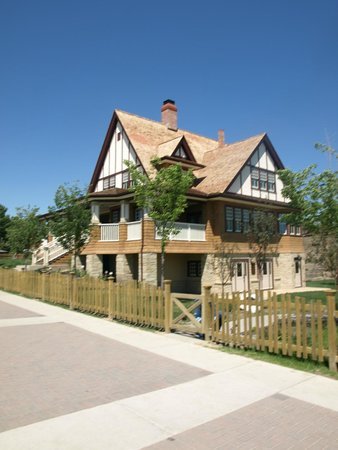 Heritage Park Historical Village : The Suffragette House