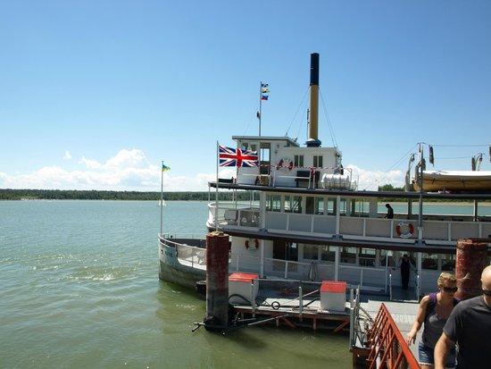 Heritage Park Historical Village : The Paddle Steamer