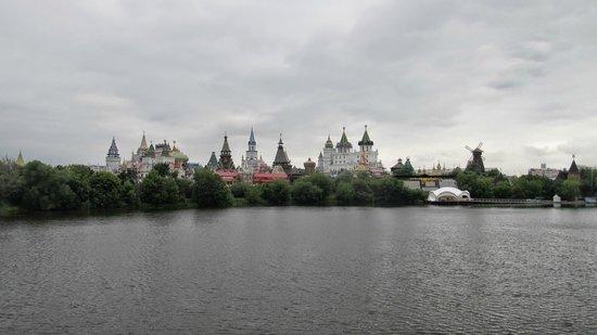 Izmailovo Gamma Delta: Измайловский кремль рядом с гостиницей.
