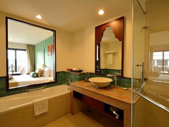 Ravindra Beach Resort & Spa : Deluxe - Bathroom