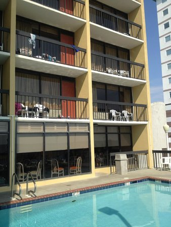 The Breakers Resort Inn: Rooms are ocean facing.