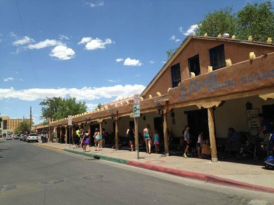 Albuquerque Old Town: It is a nice and cozy walk in the old town Albuquerque