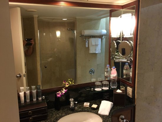 JW Marriott Hotel Hong Kong: Bathroom