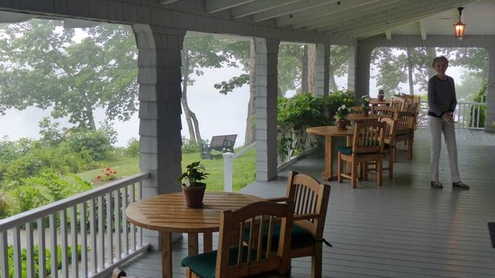Bufflehead Cove Inn : Front Porch